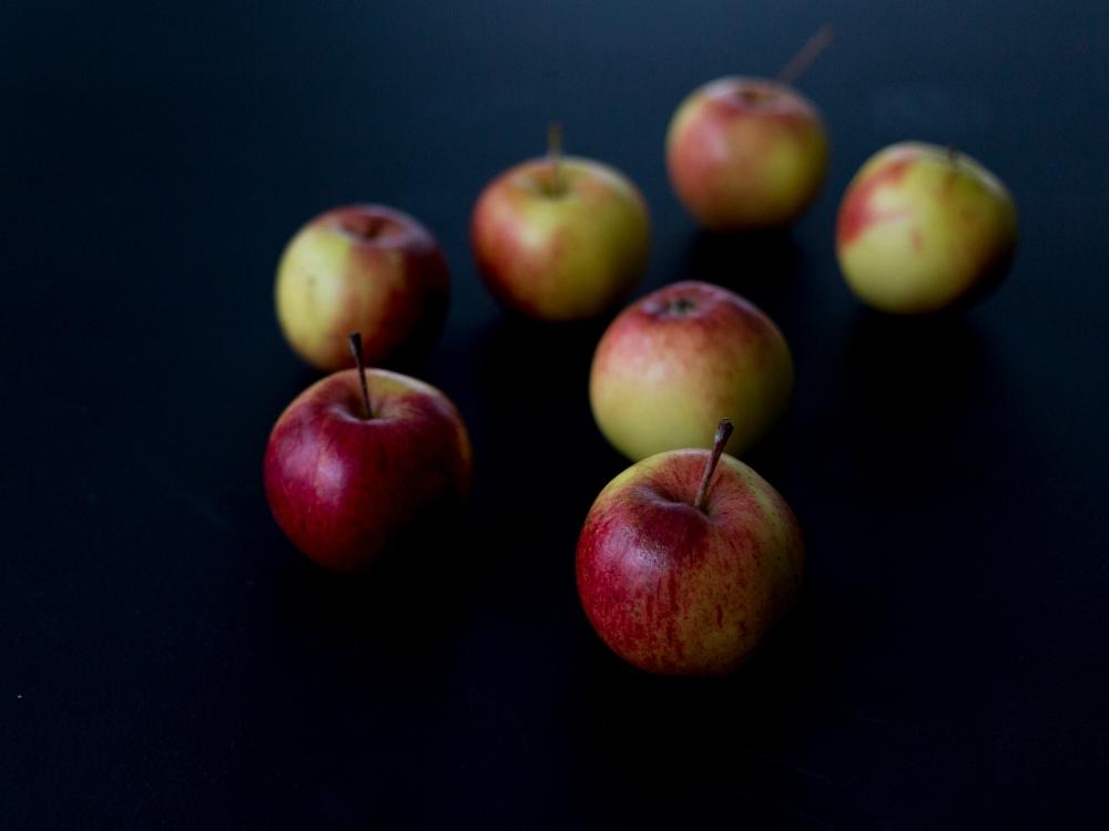 Kotimaisia omenoita